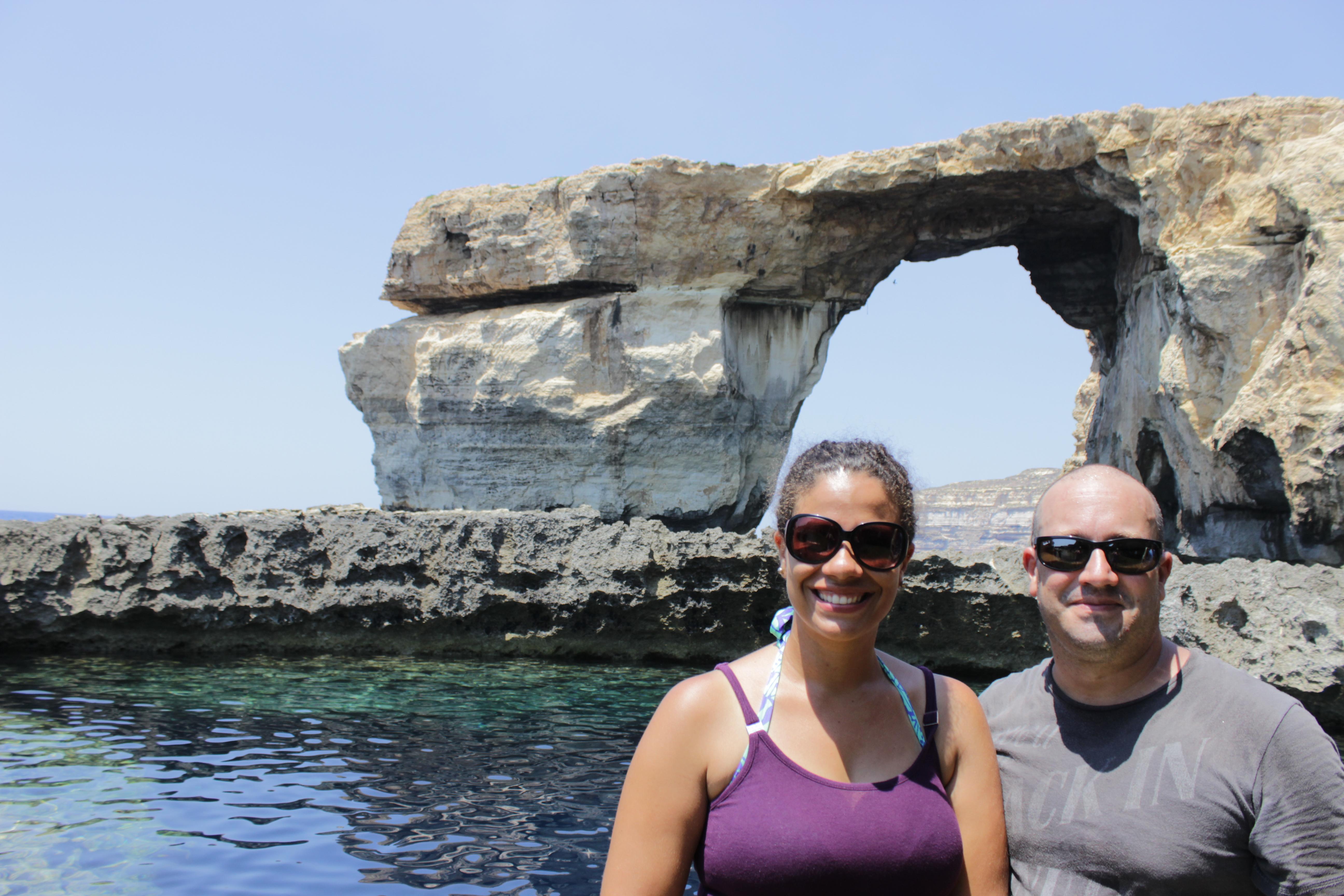 Um lugar inesquecível, tivemos o prazer de conhecer essa perfeição criada por Deus, em 10 ano no máximo não existirá mais o Azure Window, devido a ação do vendo e do mar nas rochas.
