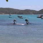 Foto da escultura dos Pescadores na Praia da Armação em Búzios
